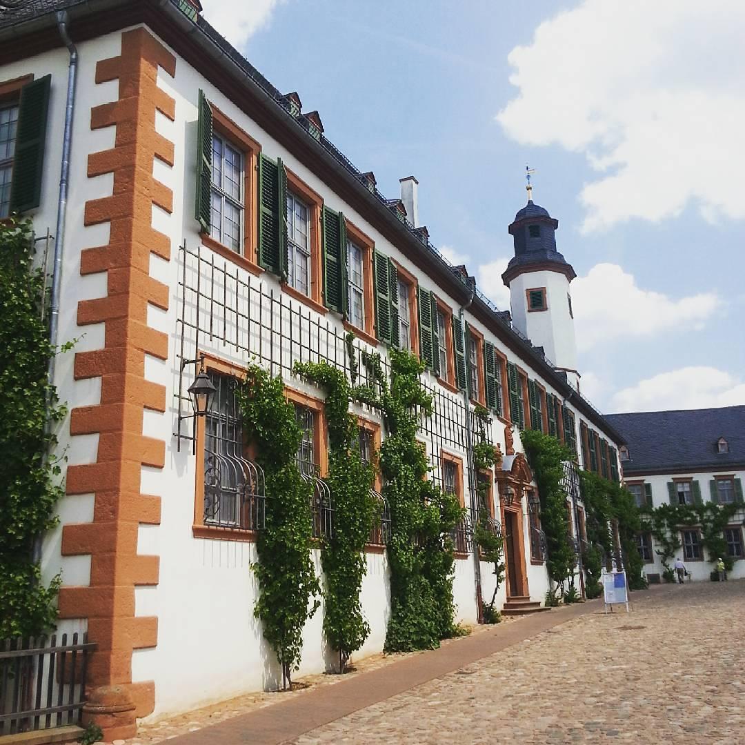 Die Prälatur im Klostergarten