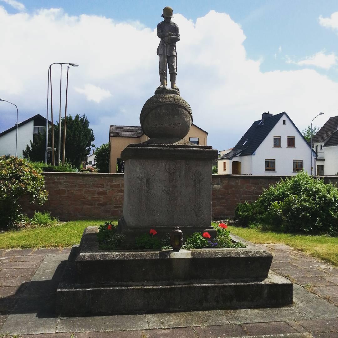 Sehr eindrucksvoll: Das Denkmal für die in den Weltkriegen verstorbenen Soldaten aus Klein-Welzheim