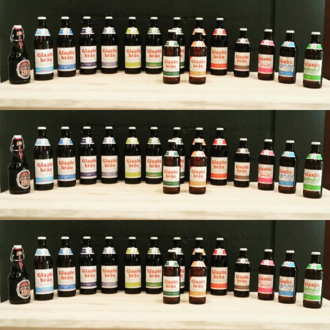 Das aktuelle Sortiment der Glaabsbräu, auf der rechten Seite die neuen Craft-Biersorten