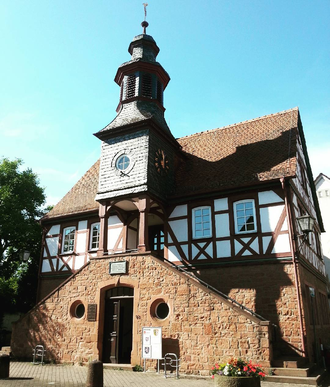 Das Rathaus Froschhausen