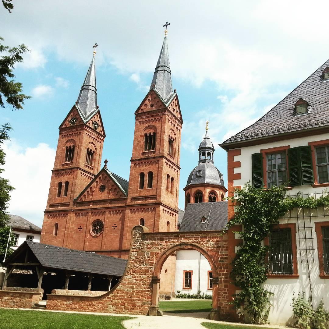 Immer wieder beeindruckend: die Basilika.  Besonders an so sonnigen Tagen wie heute ist ein Besuch der Altstadt sehr empfehlenswert