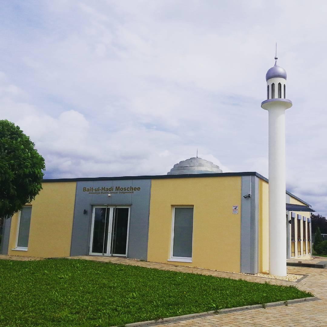 Neben den christlichen Kirchen gibt es in Seligenstadt auch weitere Gotteshäuser wie die Bait-ul-Hadi Moschee der Ahmadiyya Gemeinde