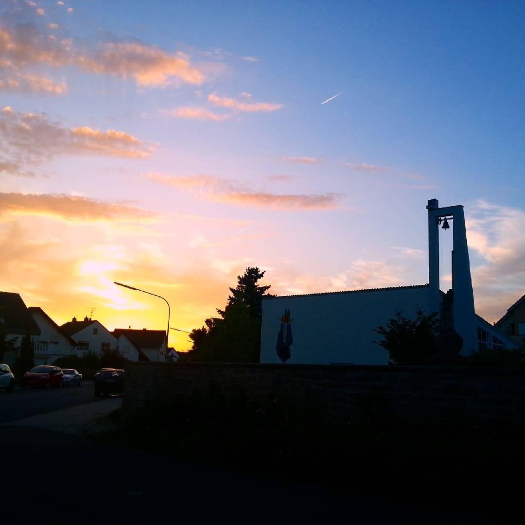 Sonnenuntergang über dem Friedhof Klein-Welzheim