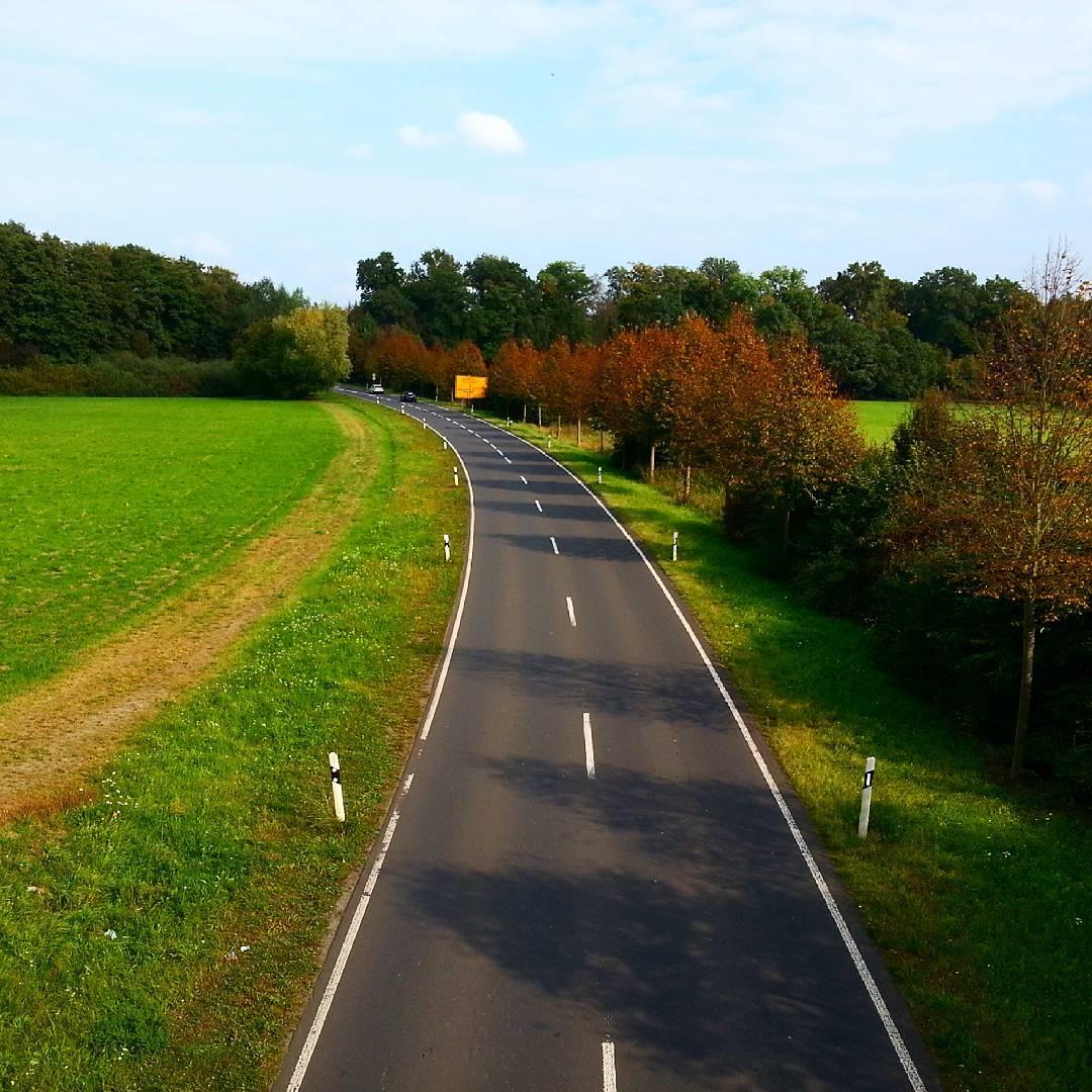 Die Umgehungsstraße: auch hier sieht man, dass der Herbst kommt