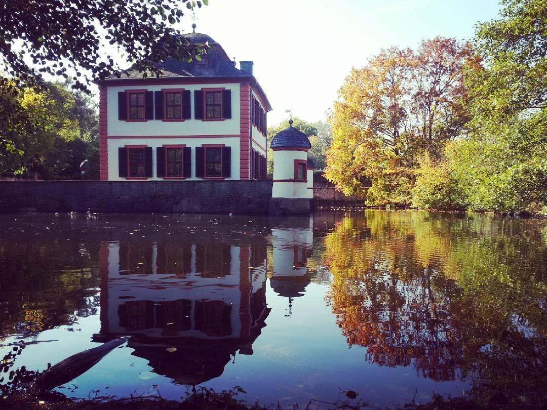 Goldener Oktober an der Wasserburg