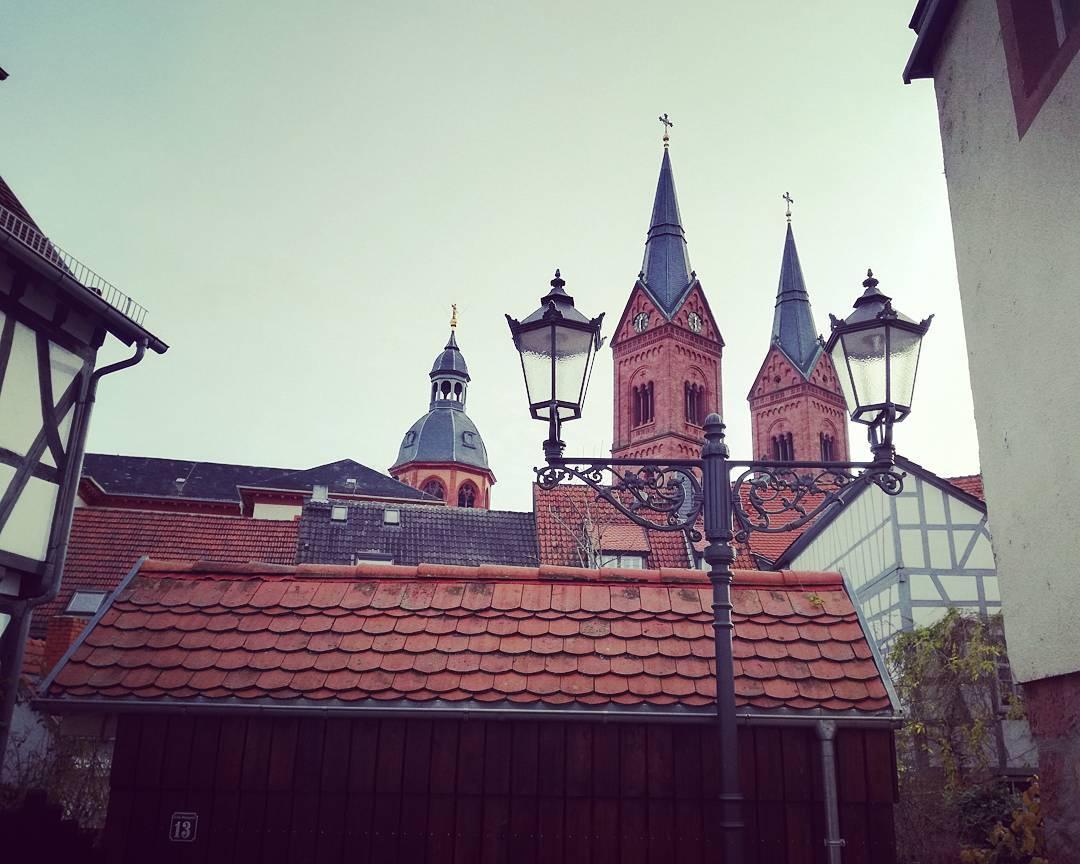 Die Dächer der Altstadt… Für diesen Blick muss man nicht mal irgendein Gebäude erklimmen, wer weiß, wo das Bild entstanden ist?