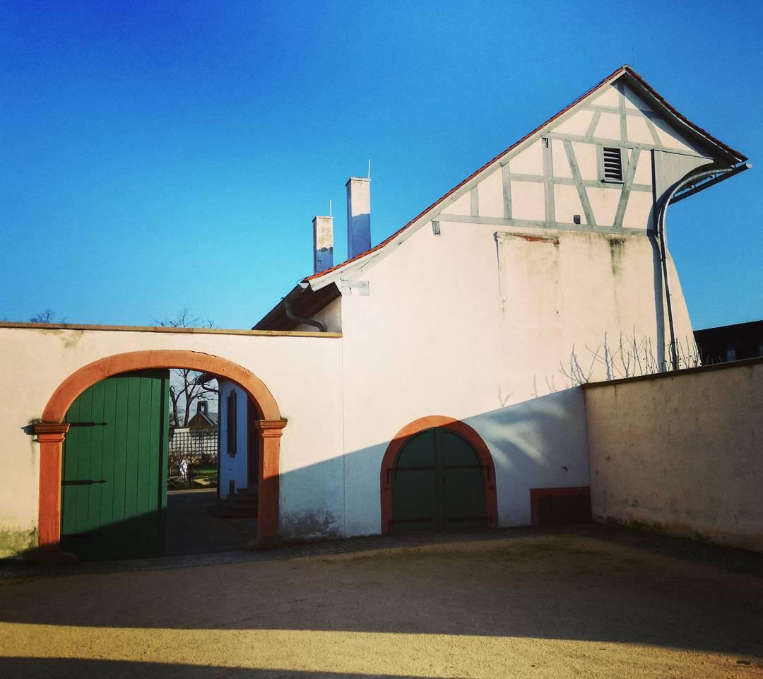Das Dach der ehemaligen Orangerie im Klostergarten ist eine der interessantesten Fachwerkkonsruktionen in Seligenstadt