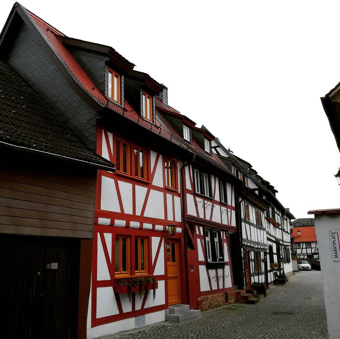 Wenn man in Seligenstadt lebt, gewöhnt man sich an den Anblick der Fachwerkhäuser. Trotzdem sind sie immer wieder schön zu sehen