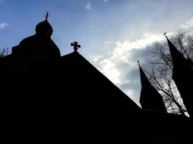 Die Basilika im Gegenlicht – wir wünschen allen einen schönen Feiertag und für die, die sich frei nehmen könnten, ein schönes langes Wochenende. Was habt ihr vor?