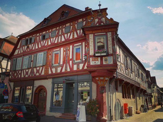 Das Einhardhaus ist eins der schönsten und bekanntesten Fachwerkhäuser in der Seligenstädter Altstadt