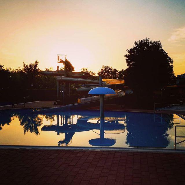 Sonnenuntergang im Freibad Seligenstadt @dlrgseligenstadt  @dlrg_jugend_seligenstadt