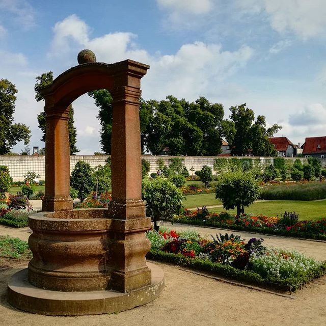 Sommerliches Blühen im Klostergarten Seligenstadt