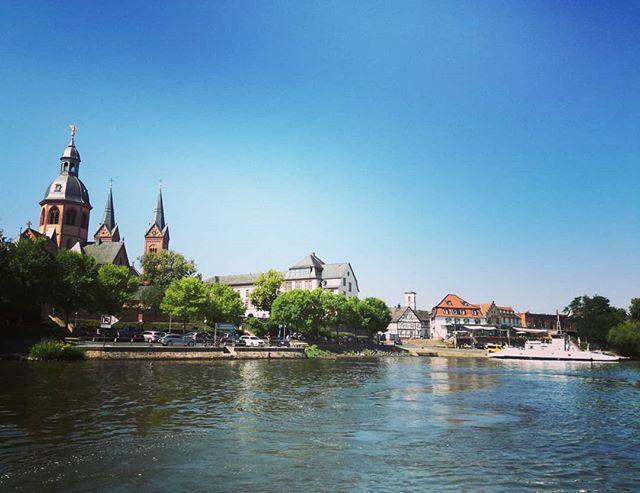 Seligenstadt vom Main aus betrachtet. Dieses Foto entstand in Zusammenarbeit mit der @dlrgseligenstadt