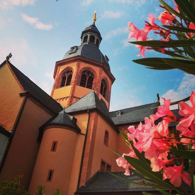 Basilika und Oleander im Klostergarten